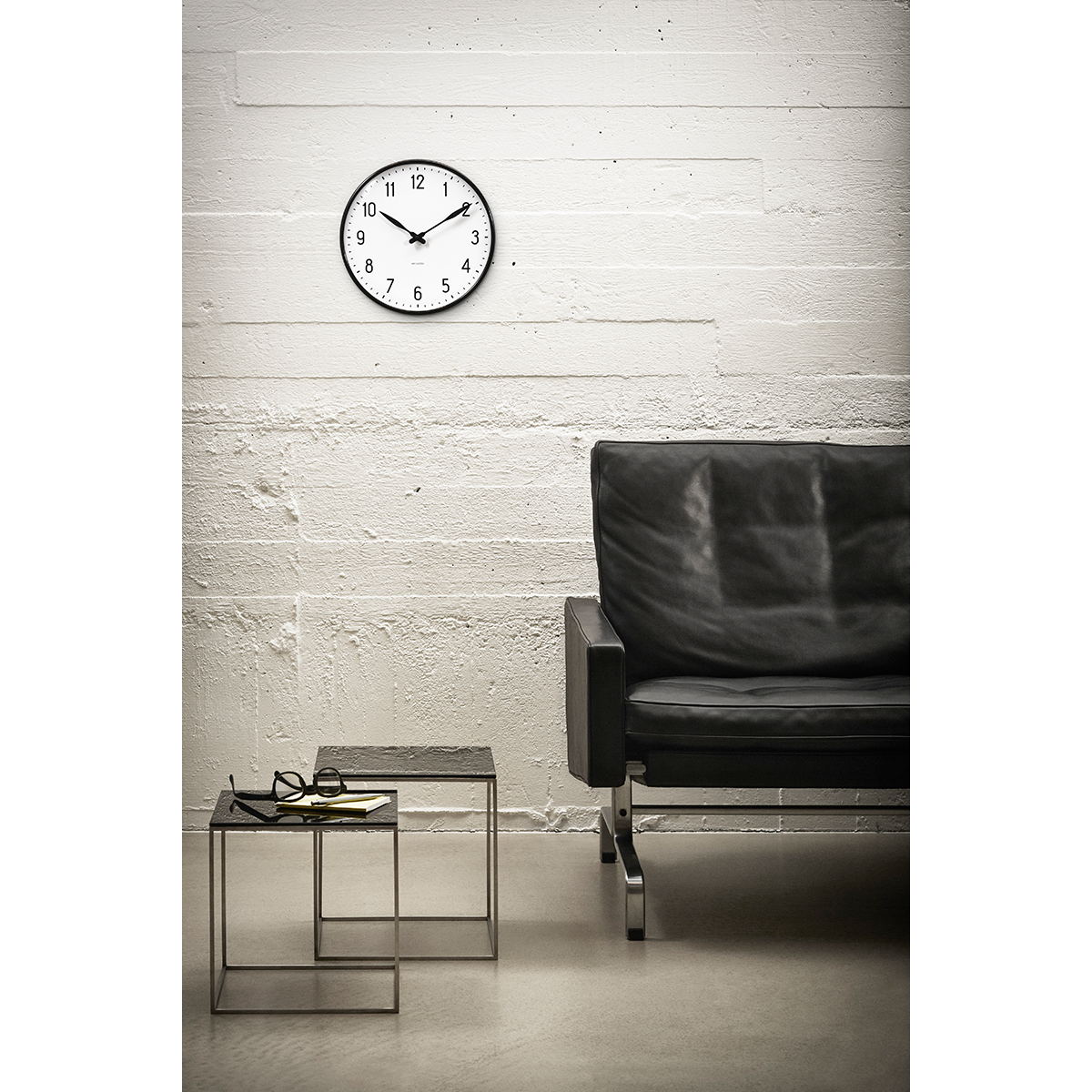 arne jacobsen station wall clock 21 cm. Black Bedroom Furniture Sets. Home Design Ideas