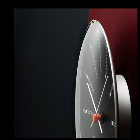 bankers-wall-clock-oe29-cm-black-arne-jacobsen---wall