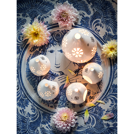 flowerhead-tea-light-holder-white-h22-flowerhead