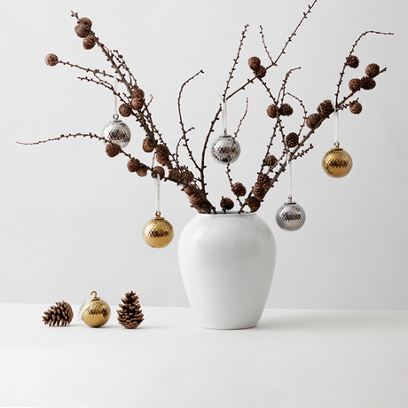 rhombe-decoration-bauble-oe7-cm-silver-porcelain-rhombe