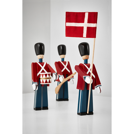 standard-bearer-small-red-blue-white-figurer